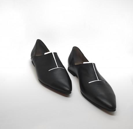 נעל שפיץ חריץ שחור לבן