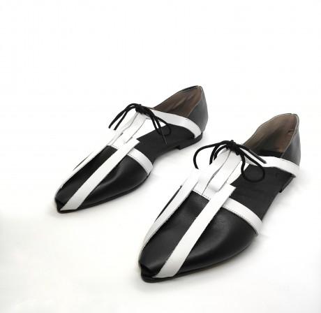 נעל קלה שתי וערב שחור לבן