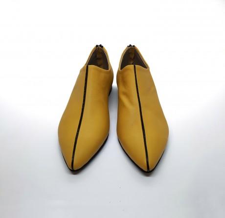 נעל שפיץ פספול צהוב שחור